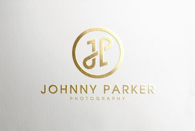 Mockup di logo con stampa in lamina d'oro di lusso su carta bianca