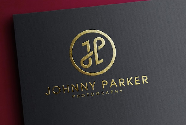 Mockup con logo in lamina dorata di lusso su carta nera