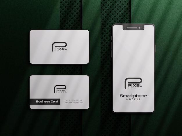 Modello di biglietto da visita verde di lusso con smartphone