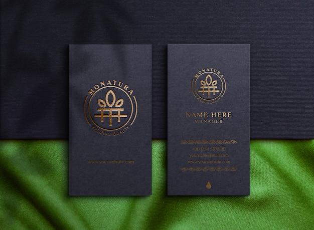 Mockup di logo di lusso su biglietti da visita
