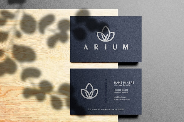 Mockup di logo di lusso sul biglietto da visita scuro