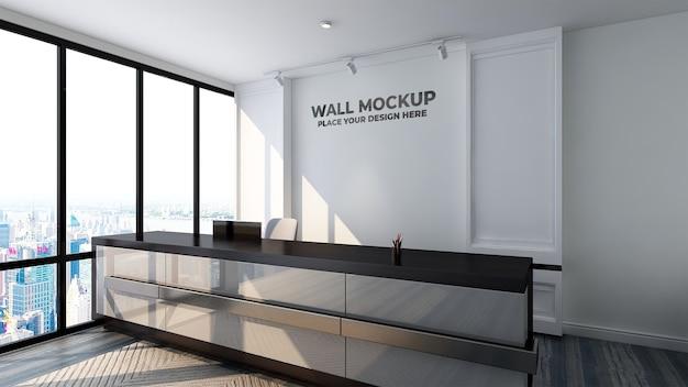 Il mockup del logo di lusso firma nella stanza dell'ufficio dell'hotel dell'interno della receptionist