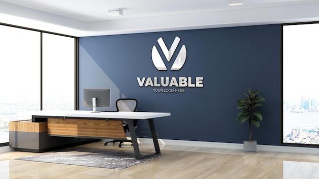 Logo di lusso mockup segno nella stanza dell'ufficio al coperto dell'addetto alla reception con parete blu