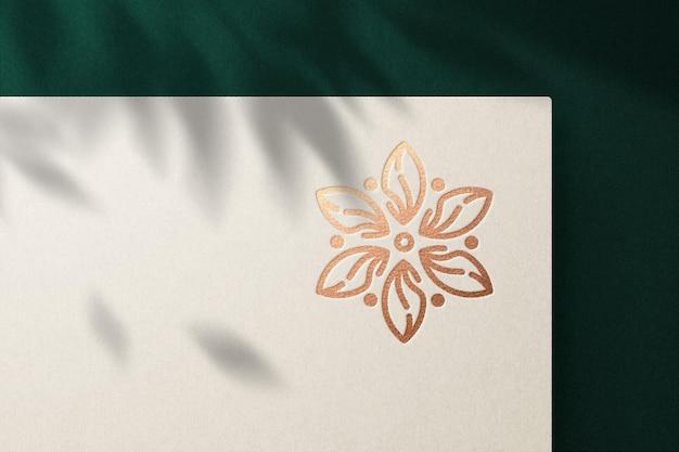 Mockup logo di lusso con effetto impresso premium psd
