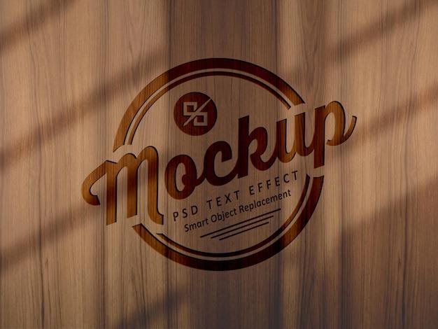 Effetto mockup moderno di lusso sulla superficie in legno