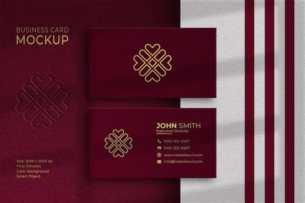 Mockup di biglietti da visita di lusso rosso e oro