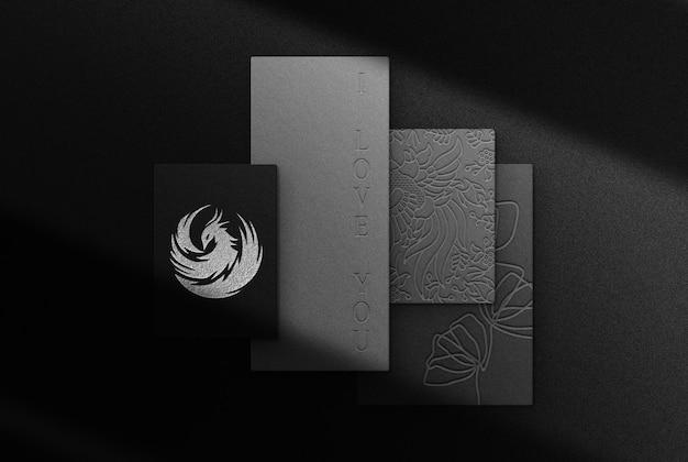 Mockup con vista dall'alto in carta goffrata argento di lusso