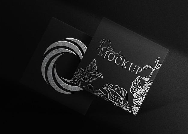 Mockup quadrato con logo in rilievo in argento di lusso
