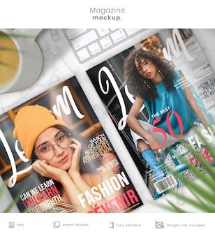 Mockup di una rivista di due disegni di copertine di riviste sul tavolo di marmo