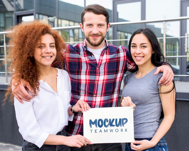Mock-up di lavoro di squadra di uomini e donne