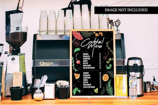 Menu mockup sul banco del caffè
