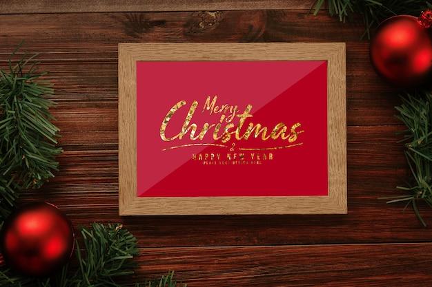Cartolina d'auguri di buon natale nel mockup del telaio