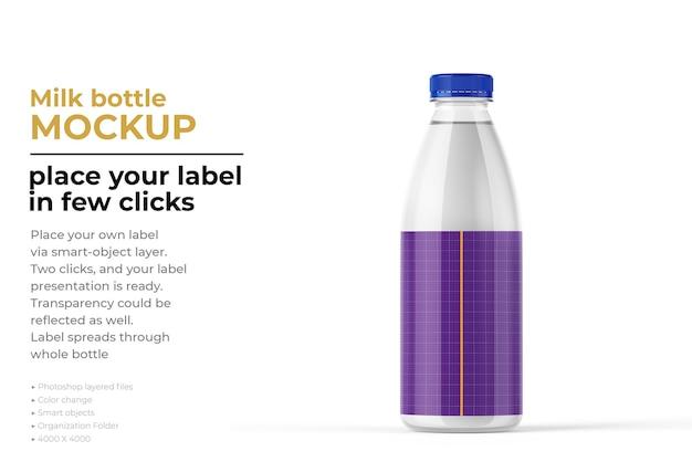 Mockup di bottiglia di latte isolato