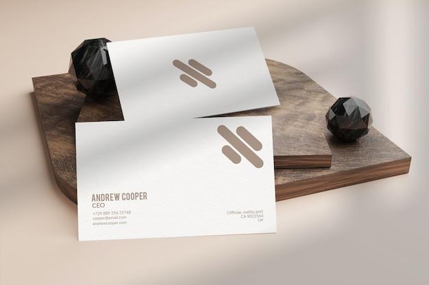 Design minimal mockup biglietto da visita marrone