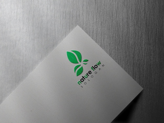 Mockup logo minimale su carta bianca