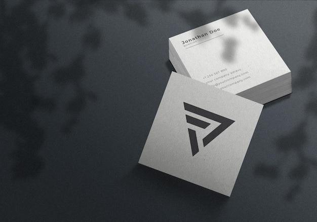 Mockup di biglietti da visita quadrati minimalisti