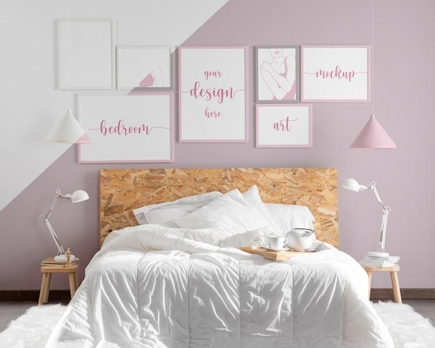 Disposizione delle cornici mock-up in camera da letto