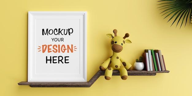 Mock up poster frame con simpatica bambola giraffa per un rendering 3d di baby shower