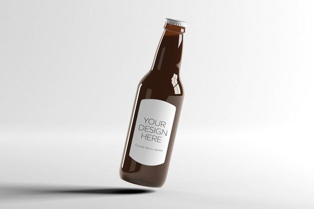 Mock up view di una bottiglia di birra in vetro