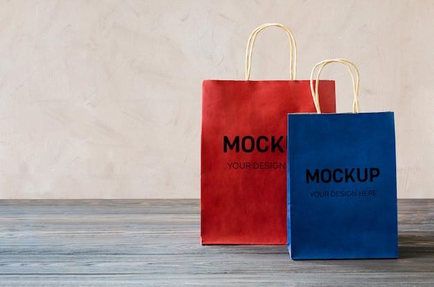 Mockup di pacchetti di acquisto di carta bianca