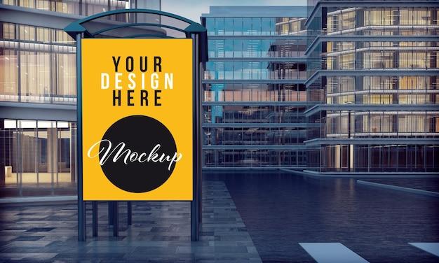 Mockup di poster commerciale nella fermata dell'autobus del centro città