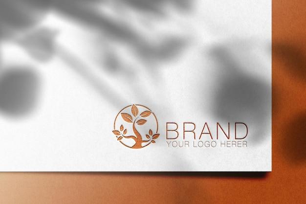 Design del logo mockup con sovrapposizione di ombre
