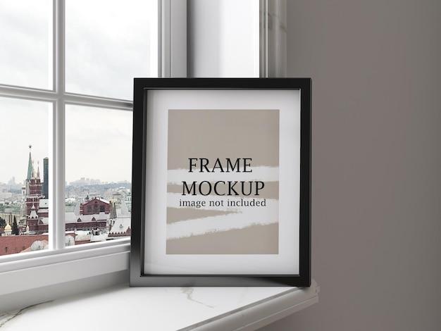 Mockup picture frame sul davanzale della finestra