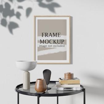Mockup picture frame con l'ombra dell'albero che cade sul muro