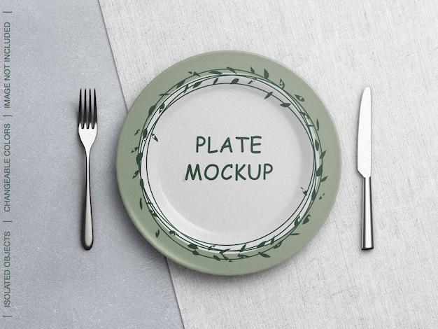Mockup di piatto con creatore di scena di stoviglie isolato