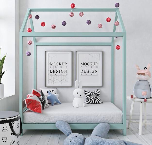 Cornice per poster mockup nella camera da letto del bambino bianco