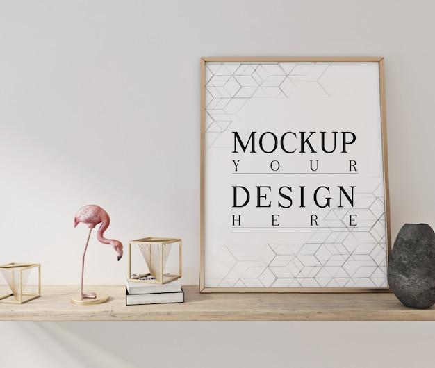 Mockup poster nel moderno salotto bianco con decorazioni