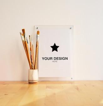Mockup per poster verticale con pennelli