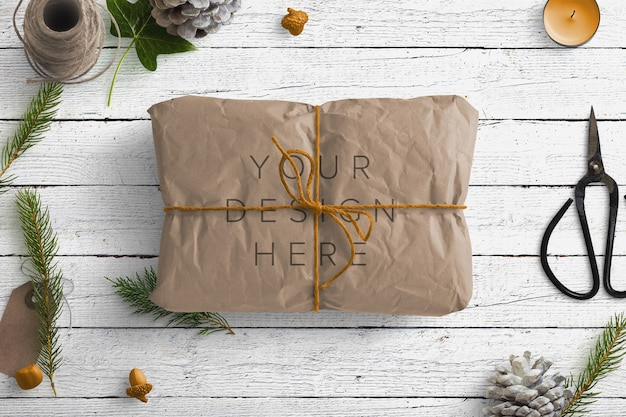 Mockup winter nature scene con pacco marrone e articoli da regalo