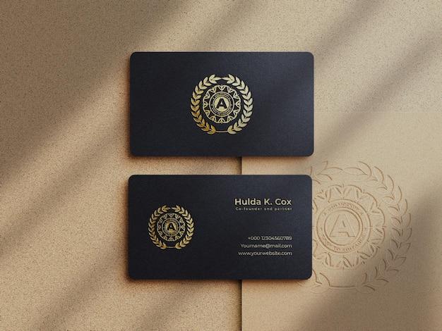Modello di biglietto da visita di lusso moderno e logo effetto oro