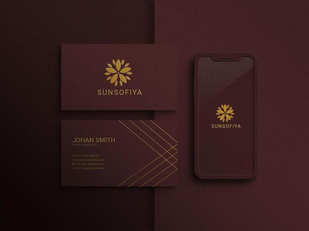 Modello di biglietto da visita moderno e di lusso con mockup di smartphone
