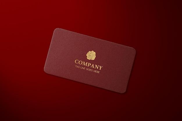 Modern professional con biglietto da visita in lamina d'oro mockup