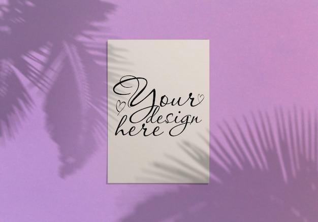 Cartolina d'auguri moderna ed elegante o invito mock up