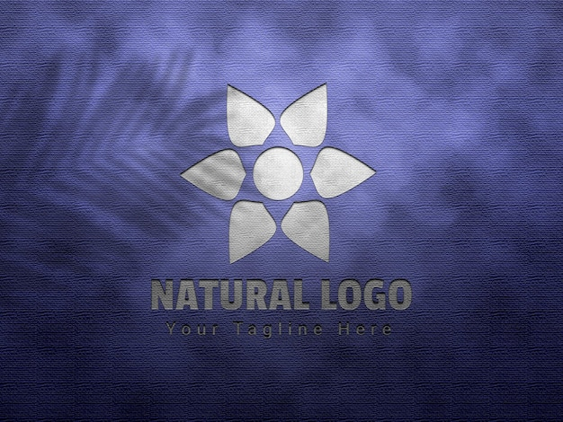 Mockup con logo in rilievo e rilievo naturale