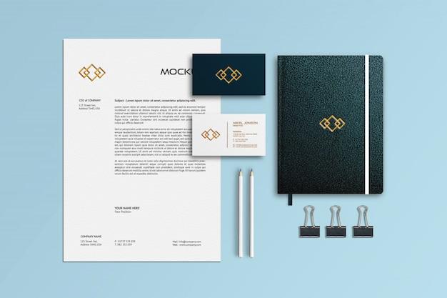 Mockup di notebook, carta intestata e biglietti da visita