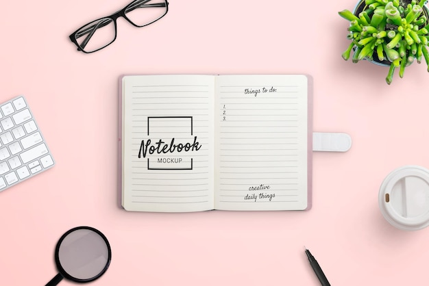 Notebook sul creatore di scene di mockup della scrivania