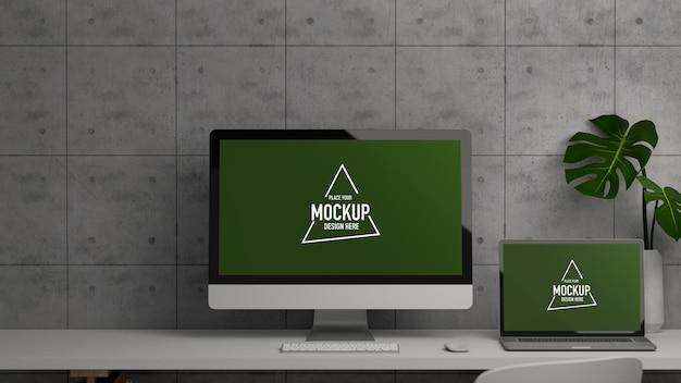Scrivania da ufficio con mockup di computer e laptop