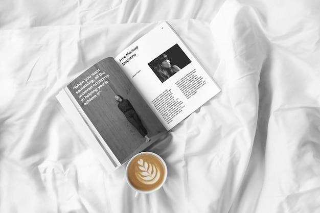 Mockup rivista aperta