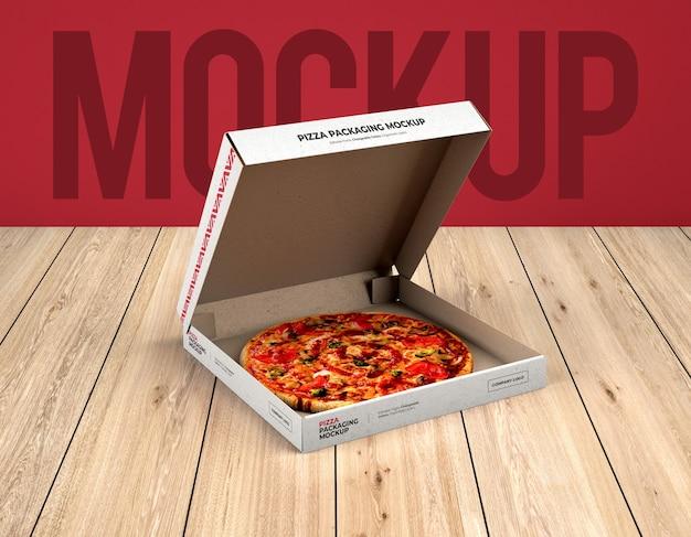 Mockup di imballaggio scatola pizza aperta su struttura di legno