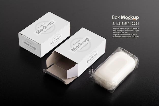 Scatola del pacchetto di sapone aperta su superficie nera, serie di mock-up psd modificabili con modello di livelli di oggetti intelligenti pronto per il tuo design