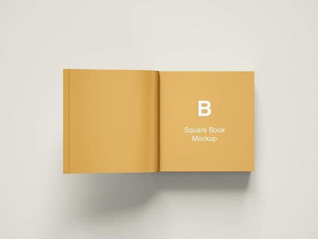 Vista di angolo superiore aperta del libro quadrato o del modello della rivista