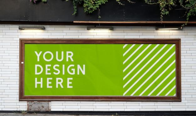 Mockup di banner cartellone orizzontale pubblicità esterna