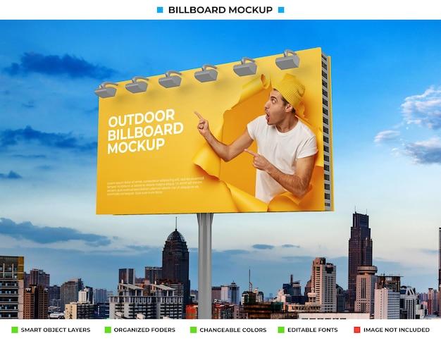 Progettazione di mockup di poster per cartelloni pubblicitari all'aperto
