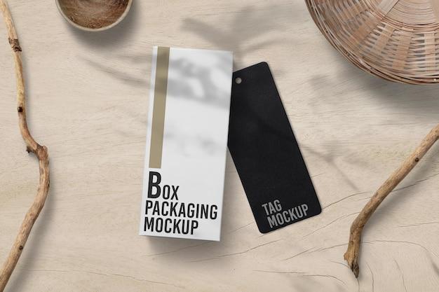 Scatola di imballaggio con design mockup di tag