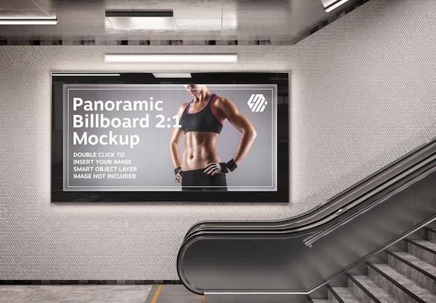 Tabellone per le affissioni panoramico sulla parete della stazione della metropolitana mockup