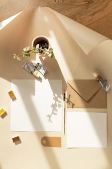 Presentazione del design di mockup di opere d'arte di carta